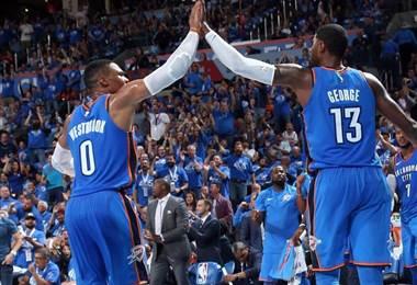 Russell Westbrook y Paul George, jugadores de los Thunder de Oklahoma City.