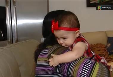 los cólicos en su bebé podrían deberse a la forma en que le cambia el pañal
