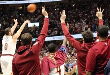 NBA: Warriors abren temporada con mal paso y los Cavaliers con mucho empuje