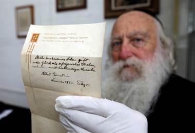 Una nota que Albert Einstein le dio a un mensajero en Tokio