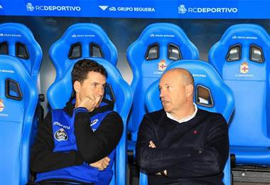 Pepe Mel (der) fue destituido como técnico del Deportivo La Coruña.