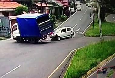 Carro irrespetó señal de tránsito
