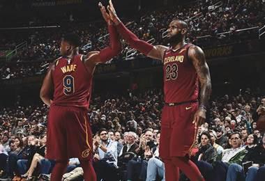 LeBron James y Dwyane Wade, jugadores de los Cavaliers de Cleveland.