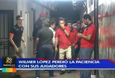 Wilmer López perdió la paciencia con sus jugadores tras la derrota ante Guadalupe