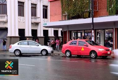 Vehículo parqueado, taxi