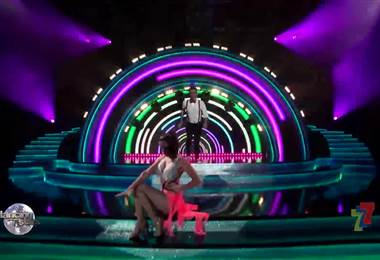 Víctor Carvajal se movió en la gala 8 al ritmo del jive en Dancing With The Stars