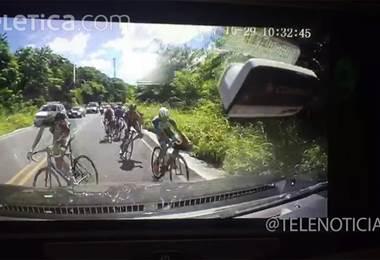 Video muestra accidente entre carro y ciclistas en Guanacaste