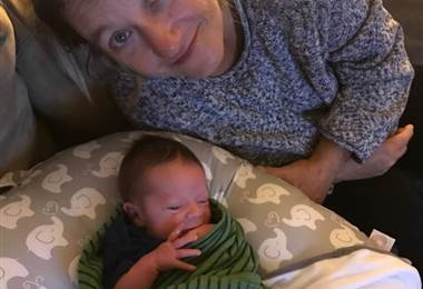 Mujer fue al hospital por un supuesto dolor de riñón y terminó dando a luz