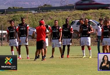 Jugadores de Alajuelense se reunieron para buscar soluciones ante la crisis deportiva