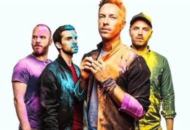 Coldplay canta en español.