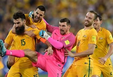 Selección de Australia celebra su clasificación al Mundial de Rusia 2018 |FIFA.com