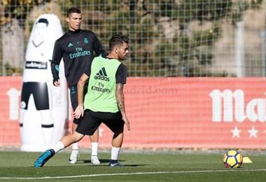 Cristiano Ronaldo y Dani Ceballos durante la práctica del Real Madrid.