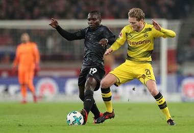 El Borussia Dortmund (3º) cayó 2-1 en la cancha del Stuttgart (11°).