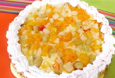 Receta: Torta de rompope y frutas