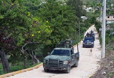 Miles de niños mexicanos toman clases por WhatsApp y Facebook por las amenazas del narco