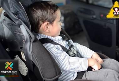 Tránsito hace un llamado al uso de sillas para menores en vehículos
