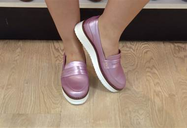 Calzado de suelas blancas son cómodas, versátiles y están de moda