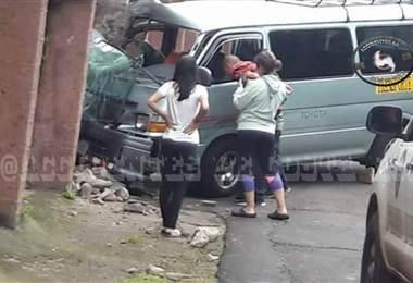 Tres personas resultaron heridas en la colisión. Tomada de Accidentes de Costa Rica