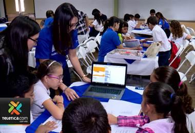 Más de 100 niños jugaron a ser ingenieros por un día en Intel