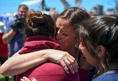 Dolor y llanto de familiares de submarinistas al saber de la explosión