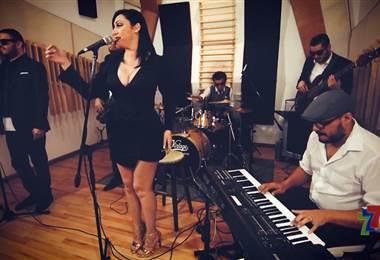 Ellos son Go For Vintage, una banda costarricense que produce covers, pero bajo el concepto musical del post-modern.