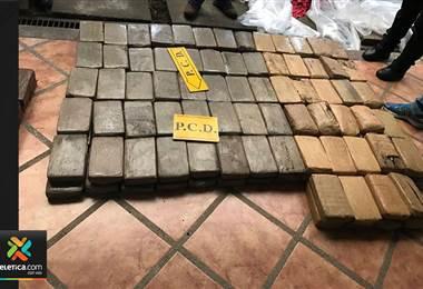 Fuerza Pública localiza importante cargamento de cocaína en Jacó; hay dos detenidos