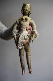 """Una muñeca real """"para adultos"""" es vendida en subasta en Francia"""