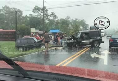 Colisión múltiple entre vehículos deja tres personas heridas graves en San Carlos
