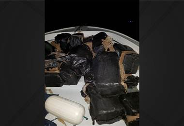 Autoridades incautan importante cantidad de droga en una lancha en el Pacífico