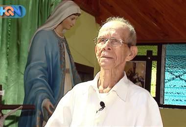Don Lisanías tiene 95 años y los últimos 20 los dedica a cuidar la iglesia de la Medalla Milagrosa ubicada en en el distrito de Monterrey. Todos los domingos llega dos horas antes de la primer misa para tener bien cuidado el templo. Es muy querido en el pueblo y por ello lo invitamos a conocerlo en el reportaje.