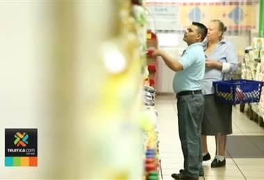 Consumidores visitan hasta cinco supermercados para que el dinero rinda