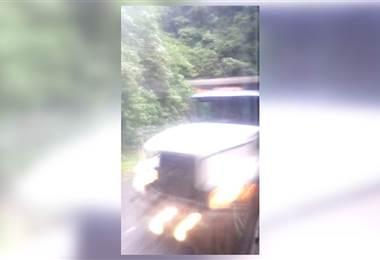 Video capta momento del accidente de bus de este jueves cerca del Zurquí