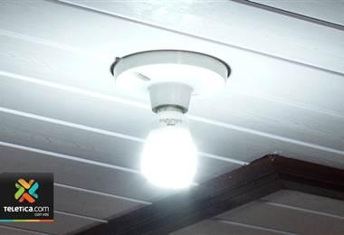 Con tres sencillas medidas usted puede reducir el consumo de energía eléctrica