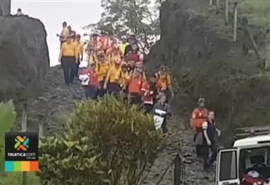 Denunciarán ante fiscalía a guía que facilitó ingreso de turistas a la cima del volcán Arenal
