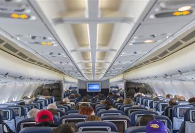 Avión aterriza de emergencia