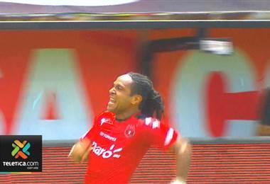 Pese al mal momento Alajuelense Jonathan McDonald es el goleador del campeonato nacional
