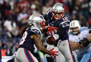 Los Patriots avanzaron a la final con otra excelente actuación de su mariscal Tom Brady. AFP