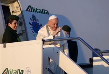 Papa Francisco inicia visita a Chile y Perú