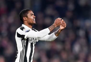 Douglas Costa, jugador de la Juventus.|AFP