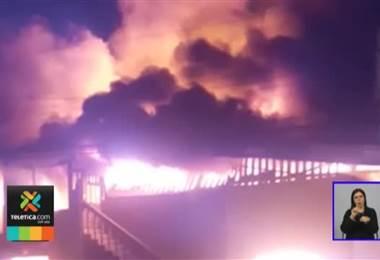 Una vela y fósforos fueron la causa del incendio que le costó la vida a un hombre en Limón