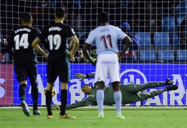 Keylor Navas detuvo un penal ante el Celta de Vigo. AFP