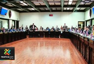 Inicia discusión sobre el plan fiscal en el plenario legislativo