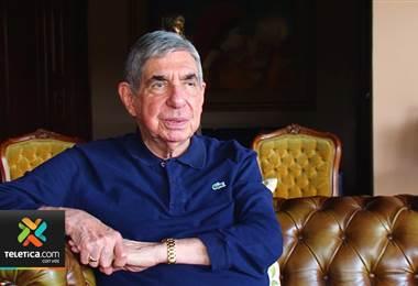 Óscar Arias conversa sobre su participación en la aplicación de exámenes de bachillerato