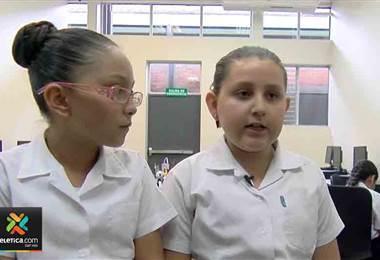 Niñas cartaginesas demuestran sus habilidades en tecnología por medio de tarjetas sensoriales
