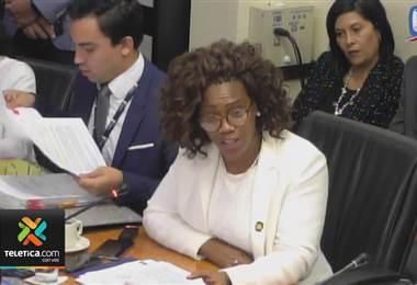 Epsy Campbell defendió ante los diputados contratación de su ahijada como asesora personal