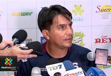 Vladimir Quesada criticó a aquellos que aseguran que el arbitraje favorece a Saprissa