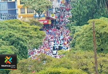 res educadores salieron del país durante un mes en media huelga