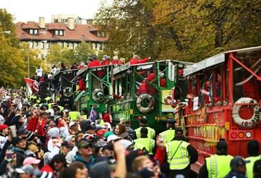Medias Rojas celebran título de la Serie Mundial por las calles de Boston. AFP