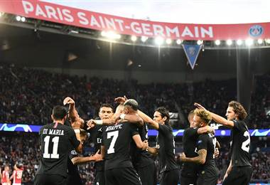PSG celebra en el Parque de los Príncipes |UEFA Champions League.