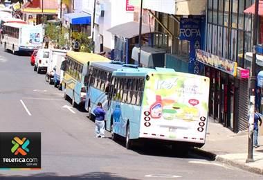 Empresarios de transporte responsabilizan a Aresep por problemas financieros en las rutas